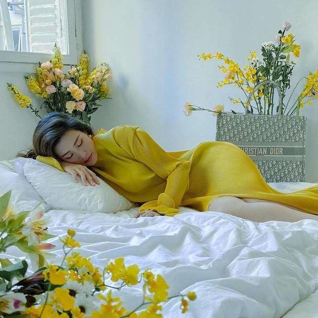 Sao Việt 24H: Đông Nhi tung ảnh đẹp như hoa, Lan Khuê có chuyến đi đầu tiên cùng quý tử ảnh 3