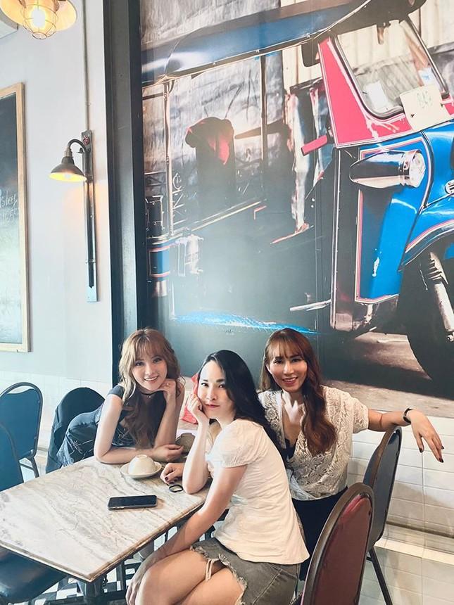 Sao Việt 24H: Đông Nhi tung ảnh đẹp như hoa, Lan Khuê có chuyến đi đầu tiên cùng quý tử ảnh 6