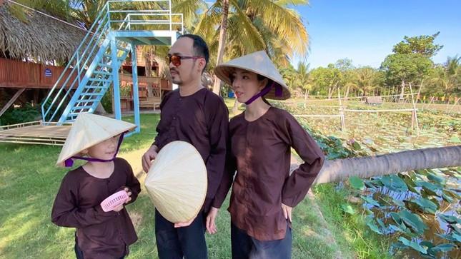 Sao Việt 24H: Đông Nhi tung ảnh đẹp như hoa, Lan Khuê có chuyến đi đầu tiên cùng quý tử ảnh 7