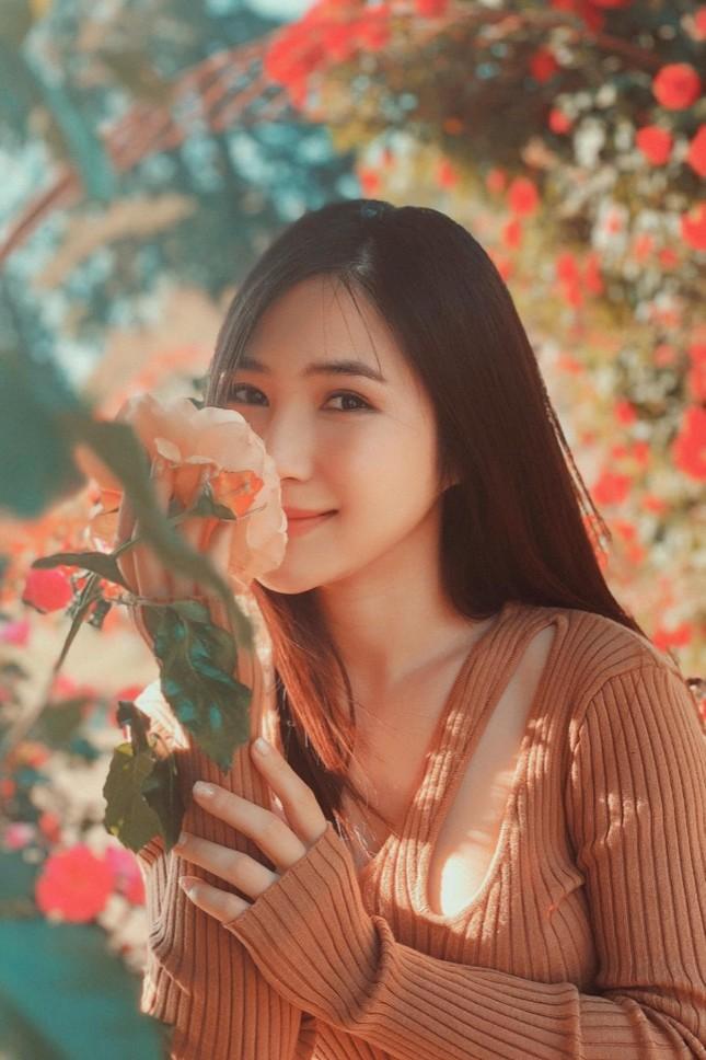 Sao Việt 24H: Bảo Thy khoe dáng ở biển, Hương Tràm ra mắt ca khúc mới mà cực quen ảnh 1