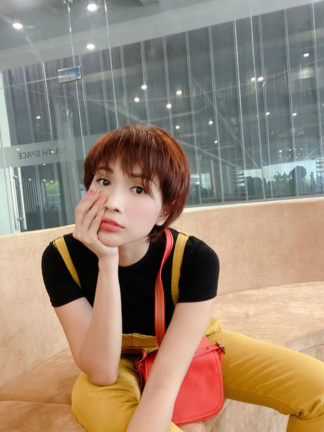 Sao Việt 24H: Bảo Thy khoe dáng ở biển, Hương Tràm ra mắt ca khúc mới mà cực quen ảnh 4