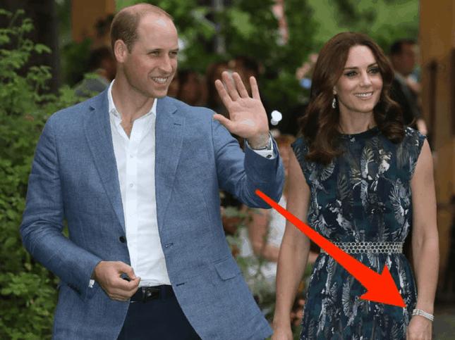 """7 món bảo vật Hoàng gia được Công nương Kate Middleton """"cưng như trứng"""" ảnh 7"""
