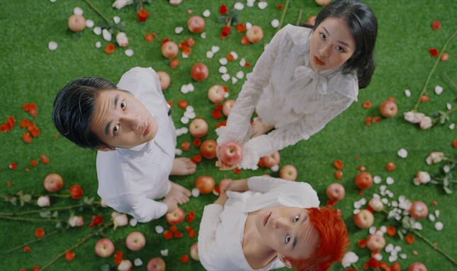 K-ICM tung teaser ca khúc mang phong cách US-UK, kết hợp cùng giọng ca sinh năm 2001 ảnh 1