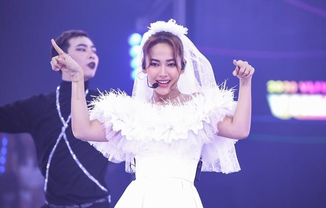 """Boygroup """"em trai MAMAMOO"""" trình diễn với 4 thành viên sau scandal của hotboy Trần Bình  ảnh 3"""