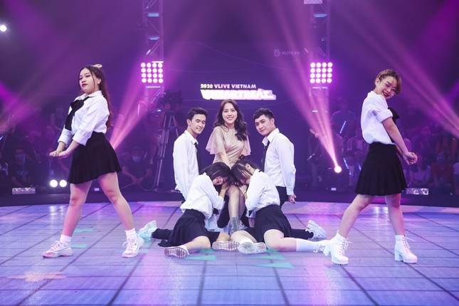 """Boygroup """"em trai MAMAMOO"""" trình diễn với 4 thành viên sau scandal của hotboy Trần Bình  ảnh 2"""