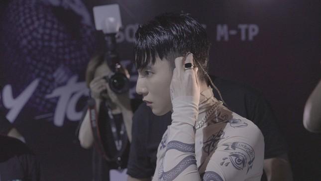 """Không phải MV mới, Sơn Tùng trở lại cùng phim tài liệu âm nhạc mang tên """"SKY TOUR"""" ảnh 4"""