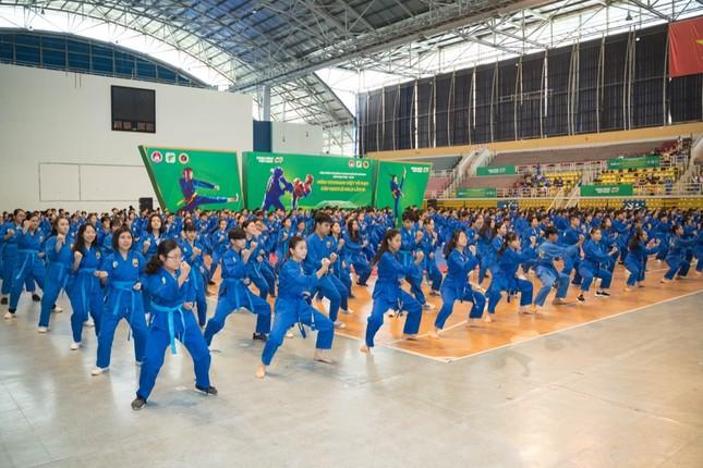 """Hơn 1600 học sinh TP.HCM tham gia """"đi đường quyền"""" trong Hội Khỏe Phù Đổng ảnh 1"""