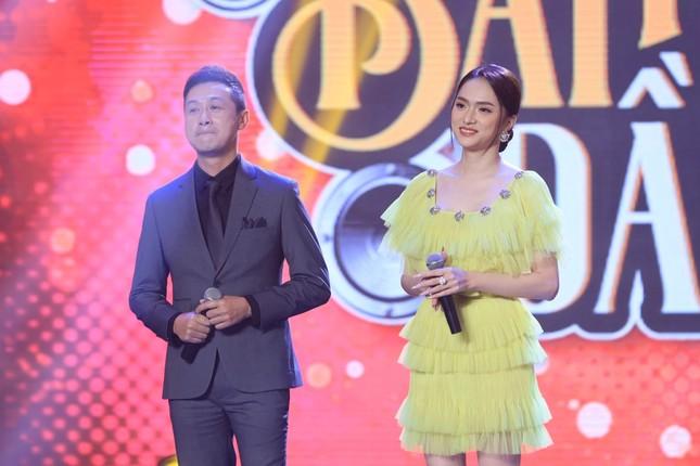 Hậu sóng gió tình cảm, Hương Giang sánh đôi cùng MC Anh Tuấn trong show âm nhạc ảnh 3