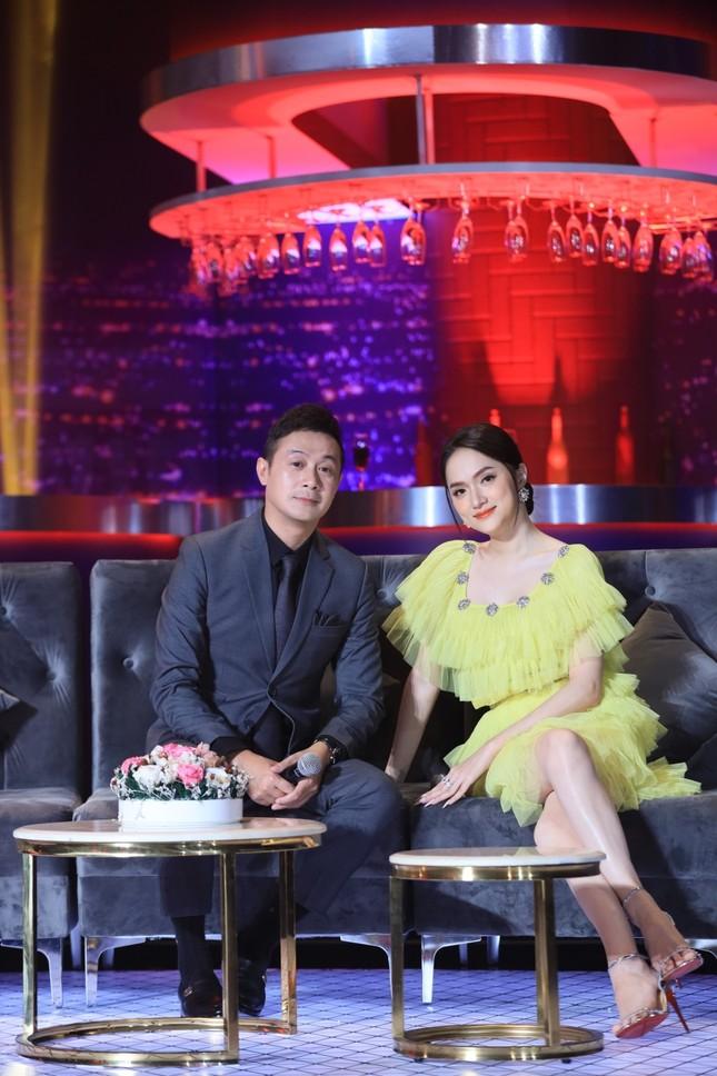 Hậu sóng gió tình cảm, Hương Giang sánh đôi cùng MC Anh Tuấn trong show âm nhạc ảnh 2