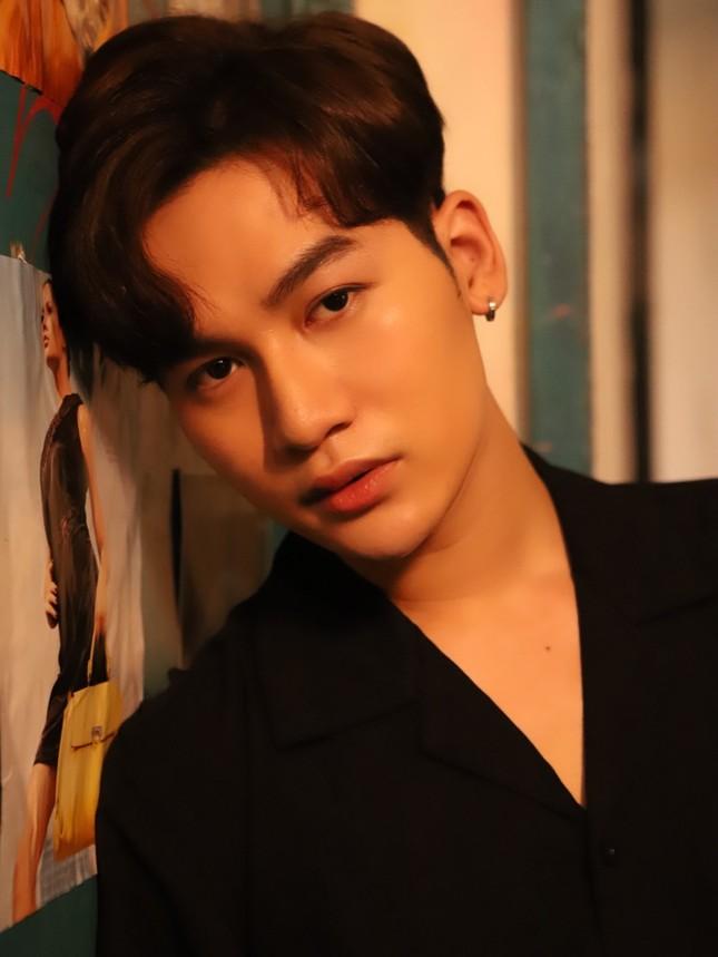 Trấn Thành tham gia làm cố vấn âm nhạc trong sản phẩm mới của Ali Hoàng Dương ảnh 1