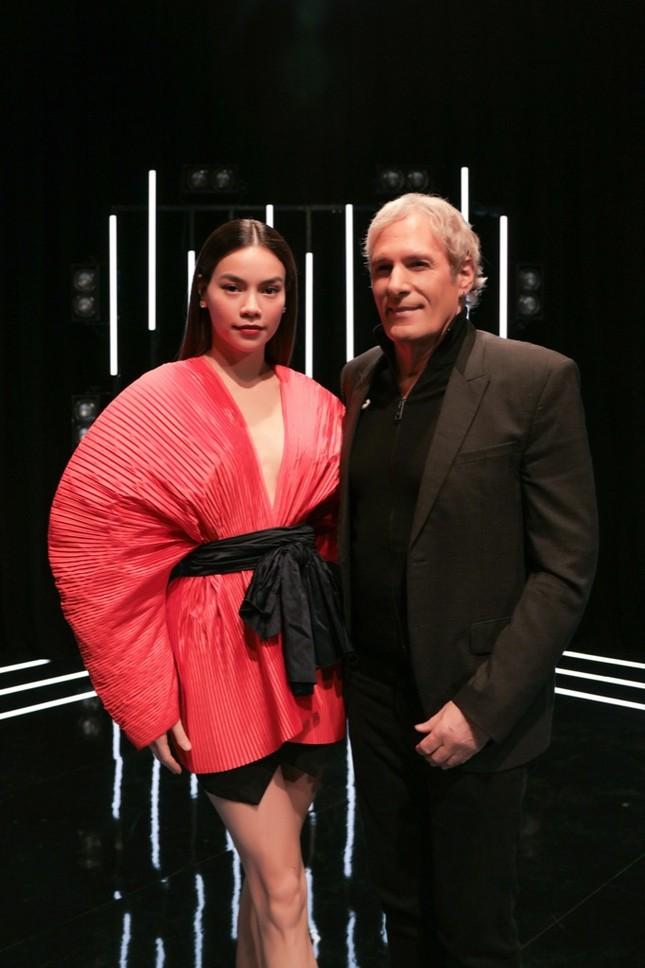 Hồ Ngọc Hà làm giám khảo khách mời trong cuộc thi âm nhạc cùng huyền thoại Michael Bolton ảnh 1