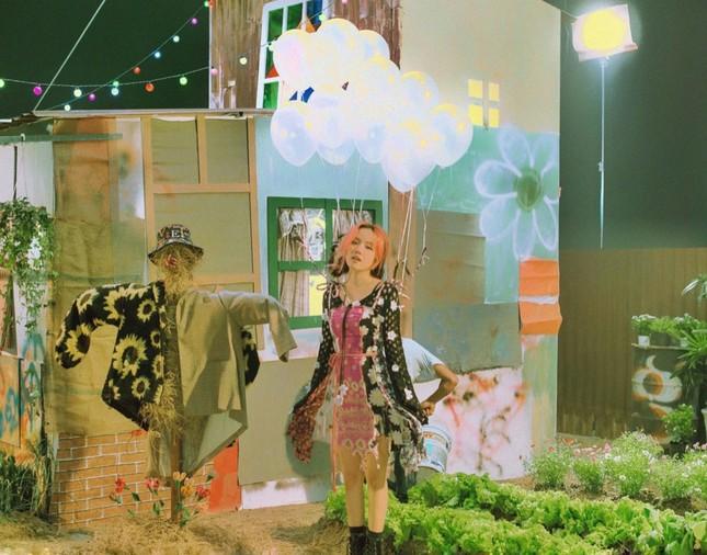 """Phương Ly bật mí chi phí """"không tưởng"""" cho 10 bộ trang phục """"cực nghệ"""" trong MV mới ảnh 4"""
