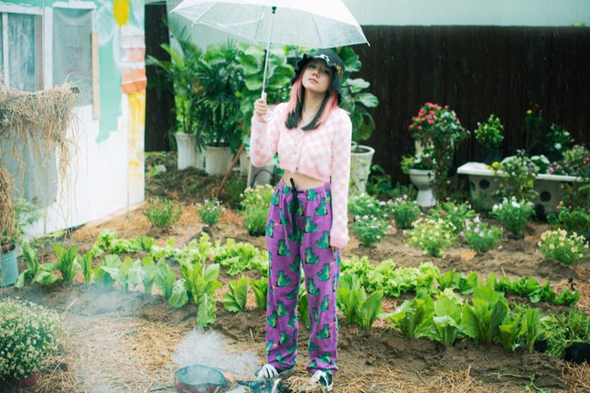 """Phương Ly bật mí chi phí """"không tưởng"""" cho 10 bộ trang phục """"cực nghệ"""" trong MV mới ảnh 2"""