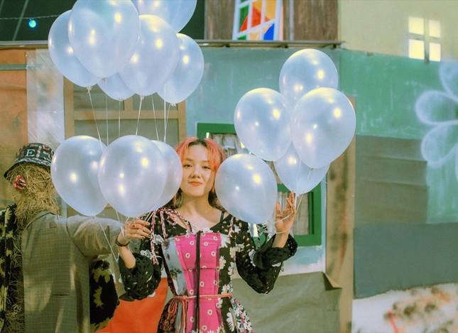 """Phương Ly bật mí chi phí """"không tưởng"""" cho 10 bộ trang phục """"cực nghệ"""" trong MV mới ảnh 6"""