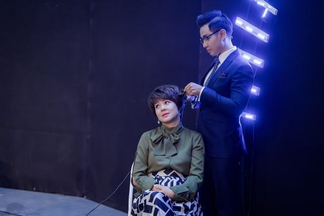 MC Diễm Quỳnh livestream bán hàng theo thử thách của MC Nguyên Khang ảnh 2
