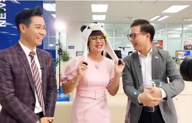 MC Diễm Quỳnh livestream bán hàng theo thử thách của MC Nguyên Khang ảnh 3