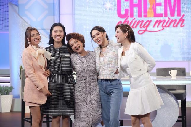"""Hương Giang khẳng định 3 quy tắc ngầm giữ vững """"tình chị em"""" trong """"Chị Em Chúng Mình"""" ảnh 3"""