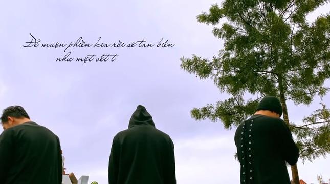 """Đen Vâu bất ngờ trở thành """"cameo"""" trong MV """"Một ngày bình thường"""" của TTeam ảnh 3"""
