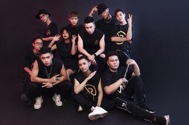 """Team Karik tung bộ hình """"lột xác"""" cực ngầu, sẵn sàng cho vòng Đối Đầu tại """"Rap Việt"""" ảnh 2"""