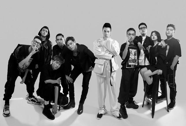 """Team Karik tung bộ hình """"lột xác"""" cực ngầu, sẵn sàng cho vòng Đối Đầu tại """"Rap Việt"""" ảnh 1"""