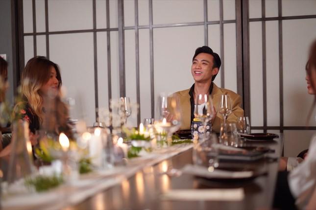 Soobin Hoàng Sơn đích thân phục vụ đồ ăn, pha nước uống cho fan nhân dịp sinh nhật ảnh 4