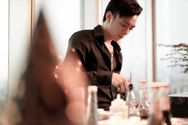 Soobin Hoàng Sơn đích thân phục vụ đồ ăn, pha nước uống cho fan nhân dịp sinh nhật ảnh 2