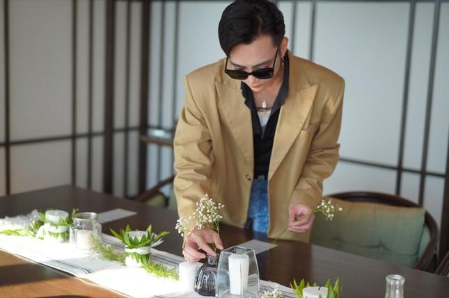 Soobin Hoàng Sơn đích thân phục vụ đồ ăn, pha nước uống cho fan nhân dịp sinh nhật ảnh 1
