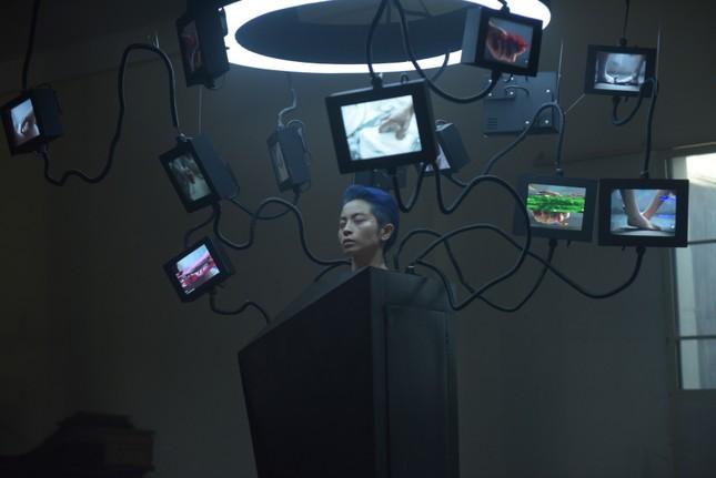 Giải mã loạt ẩn ý đằng sau những cảnh ngọt ngào của Gil Lê và nữ chính trong MV mới ảnh 4