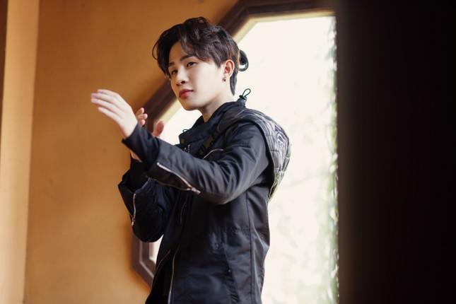 """Jack mang đến thế giới âm nhạc siêu thực được đầu tư hoành tráng với MV """"Hoa Hải Đường"""" ảnh 1"""
