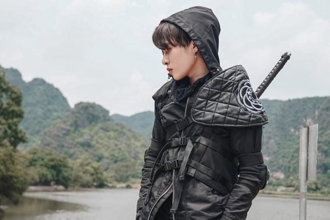 """Jack mang đến thế giới âm nhạc siêu thực được đầu tư hoành tráng với MV """"Hoa Hải Đường"""" ảnh 3"""