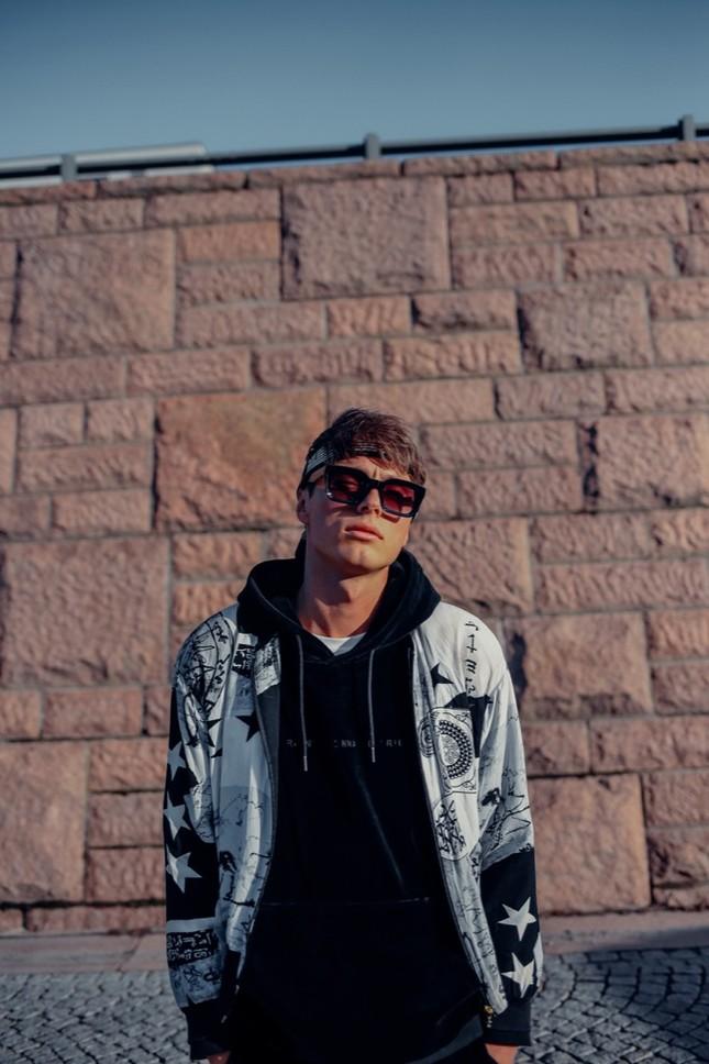 Hoaprox ra mắt single cùng Nick Strand và Mio - màn kết hợp quốc tế mang dấu ấn Việt ảnh 3