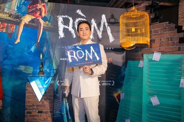 """Mỹ Tâm, vợ chồng Thu Trang - Tiến Luật đến chúc mừng phim """"Ròm"""" ra mắt đầy cảm xúc ảnh 8"""