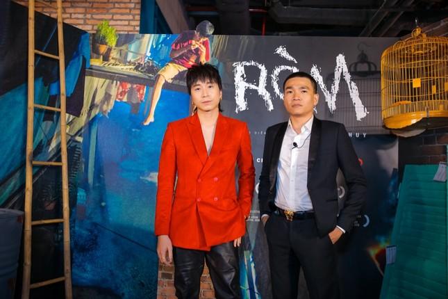 """Mỹ Tâm, vợ chồng Thu Trang - Tiến Luật đến chúc mừng phim """"Ròm"""" ra mắt đầy cảm xúc ảnh 2"""