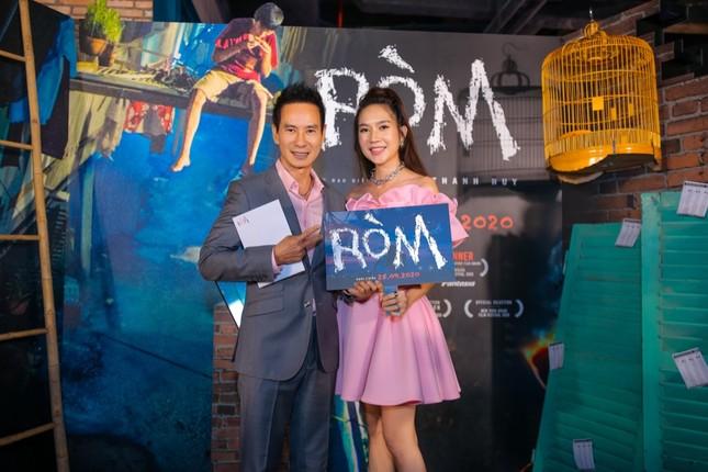 """Mỹ Tâm, vợ chồng Thu Trang - Tiến Luật đến chúc mừng phim """"Ròm"""" ra mắt đầy cảm xúc ảnh 9"""