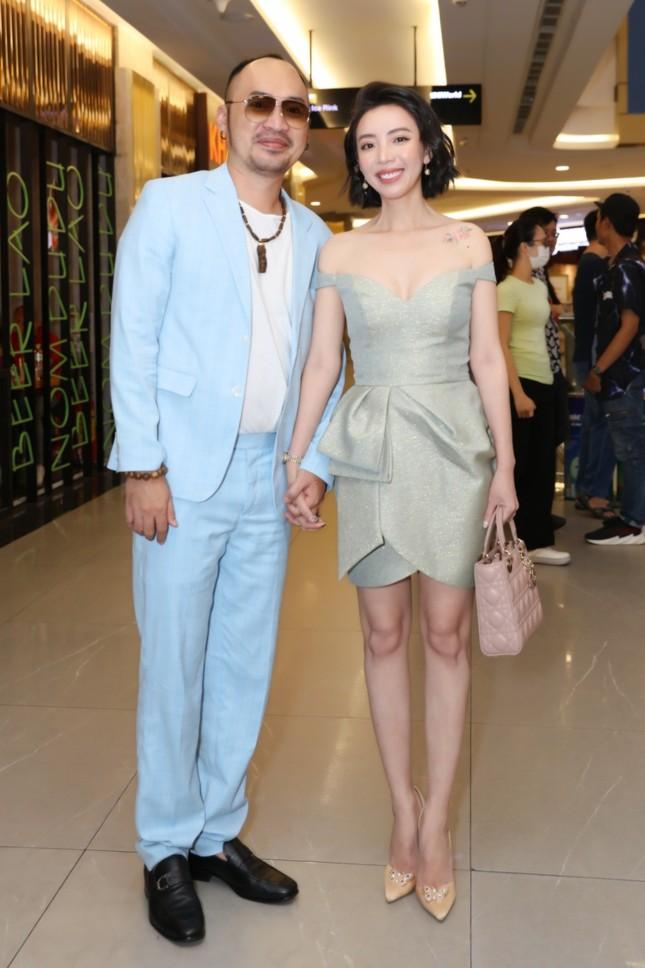 """Mỹ Tâm, vợ chồng Thu Trang - Tiến Luật đến chúc mừng phim """"Ròm"""" ra mắt đầy cảm xúc ảnh 10"""