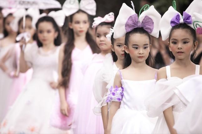 Thanh Hằng, Lan Khuê, Phạm Quỳnh Anh đọ trình catwalk cùng dàn mẫu nhí ảnh 3