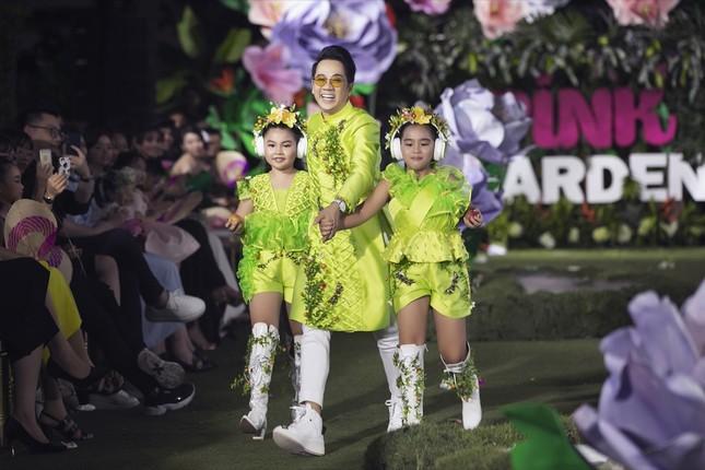 Thanh Hằng, Lan Khuê, Phạm Quỳnh Anh đọ trình catwalk cùng dàn mẫu nhí ảnh 7