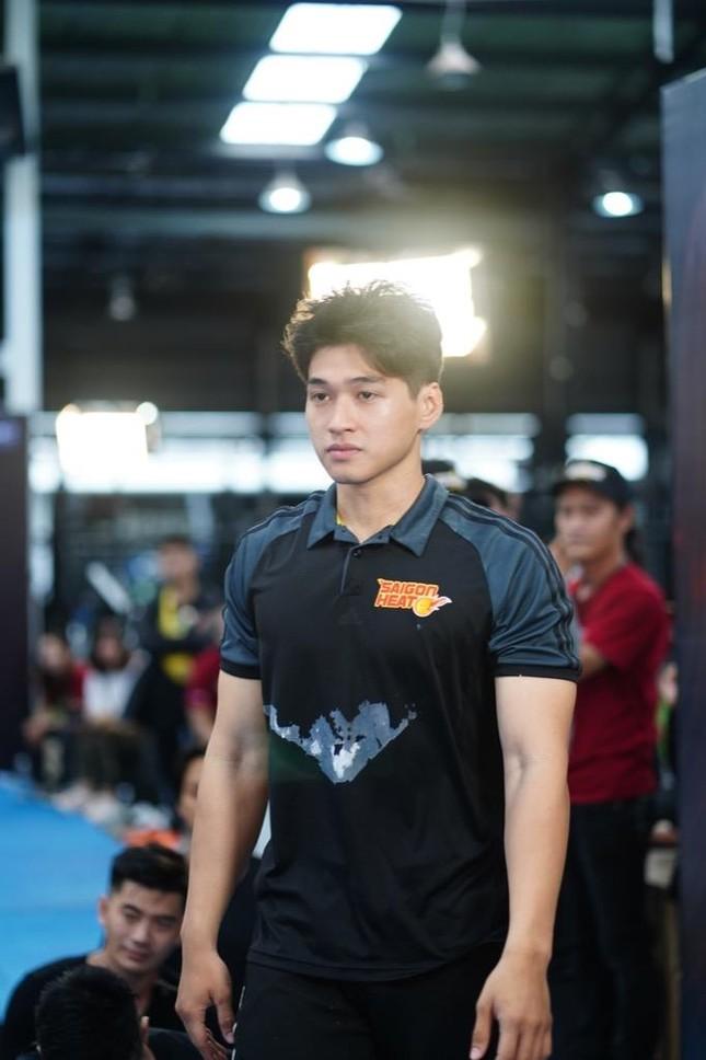 Vượt qua 700 ứng viên, hot boy đóng MV của Trung Quân Idol lọt Top 10 ứng viên cho VINAMAN ảnh 7
