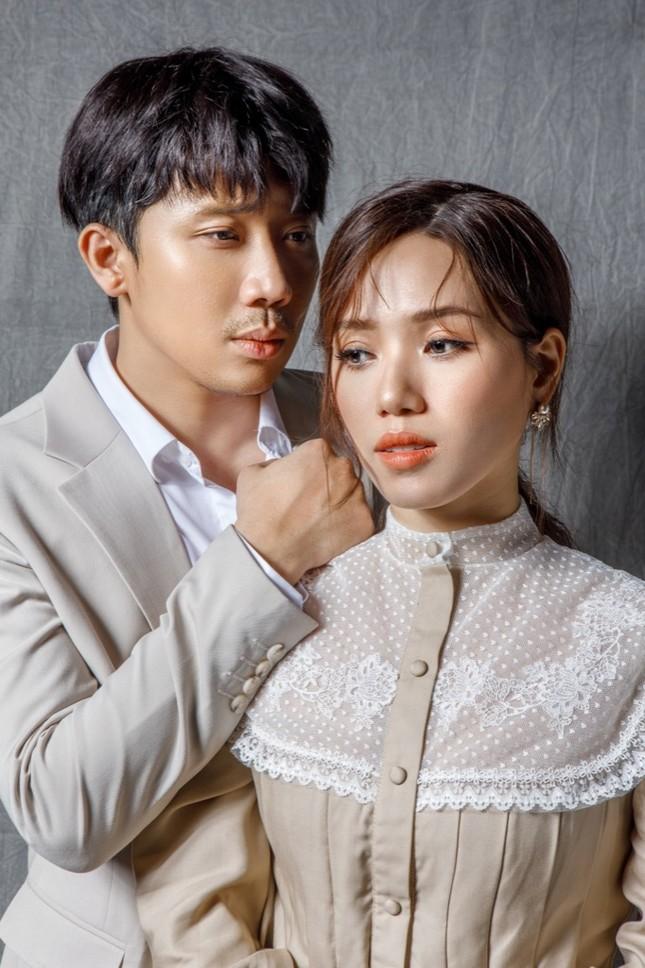 """Trấn Thành song ca đầy cảm xúc cùng Thùy Chi trong MV """"Nói Chia Tay Thật Khó"""" ảnh 2"""