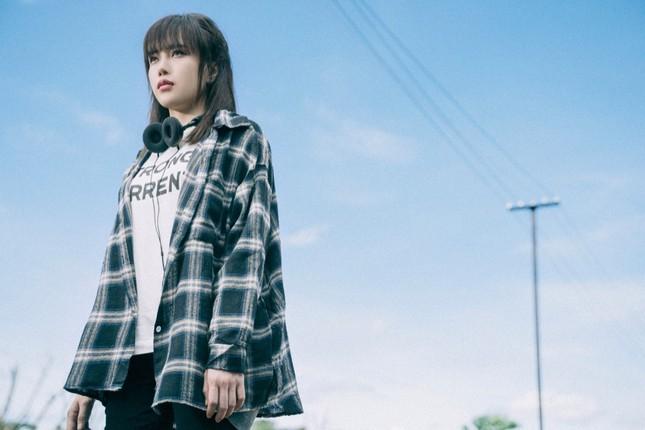 """Thiều Bảo Trâm ẩu đả cùng nữ quái trong MV, gợi nhớ phim """"Tháng Năm Rực Rỡ"""" ảnh 11"""