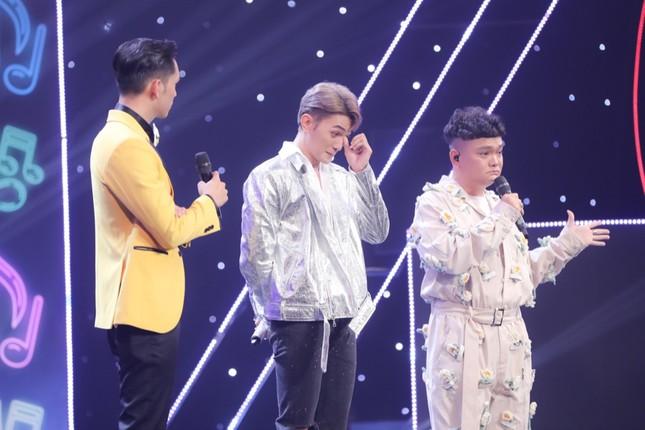 Quán quân 4 cuộc thi cay đắng kể chuyện bị khán giả ném trứng, giày dép lên sân khấu ảnh 4