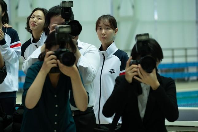 """Shin Min Ah khiến fan rùng mình trước mối quan hệ """"chị chị em em"""" trong phim mới ảnh 1"""