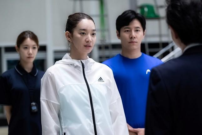 """Shin Min Ah khiến fan rùng mình trước mối quan hệ """"chị chị em em"""" trong phim mới ảnh 5"""