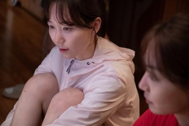 """Shin Min Ah khiến fan rùng mình trước mối quan hệ """"chị chị em em"""" trong phim mới ảnh 2"""
