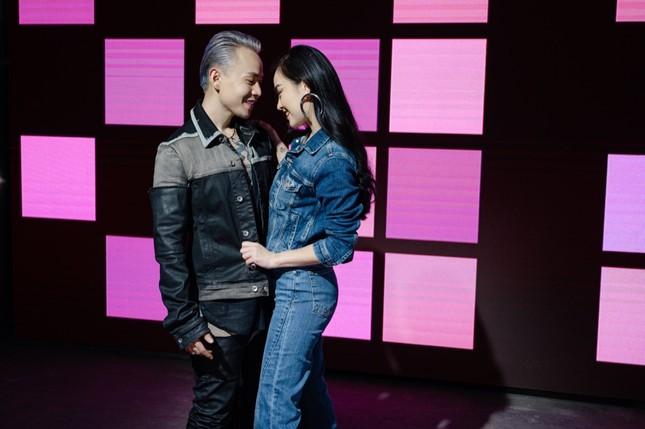 Binz kể chuyện tình showbiz, nắm tay người yêu bỏ chạy khỏi paparazzi trong MV mới ảnh 5