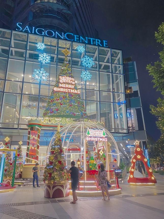 """Sài Gòn lên đèn xinh lung linh đón Giáng Sinh rồi đó, bạn đã chuẩn bị """"lên đồ"""" chưa? ảnh 2"""