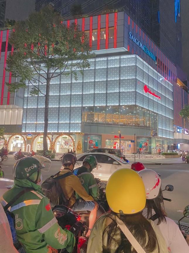 """Sài Gòn lên đèn xinh lung linh đón Giáng Sinh rồi đó, bạn đã chuẩn bị """"lên đồ"""" chưa? ảnh 1"""