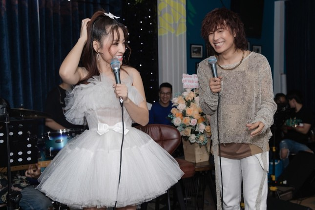 Không ngại lời đồn, Puka làm MC đặc biệt cho đêm nhạc riêng của Gin Tuấn Kiệt ảnh 2
