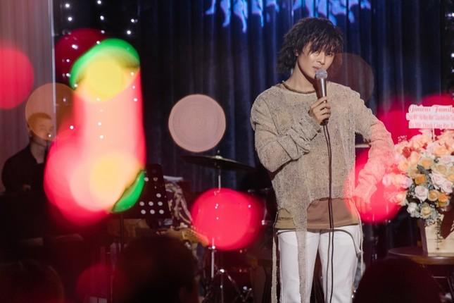 Không ngại lời đồn, Puka làm MC đặc biệt cho đêm nhạc riêng của Gin Tuấn Kiệt ảnh 4