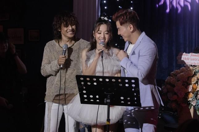 Không ngại lời đồn, Puka làm MC đặc biệt cho đêm nhạc riêng của Gin Tuấn Kiệt ảnh 7